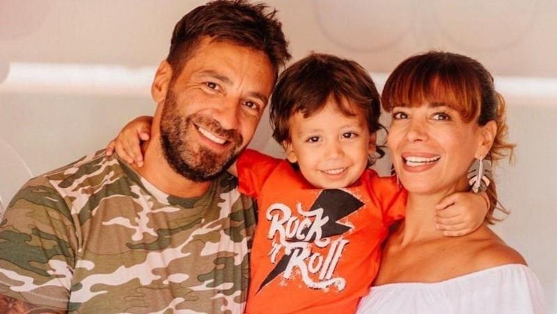 Gustavo Conti y Ximena Capristo junto a su hijo Félix